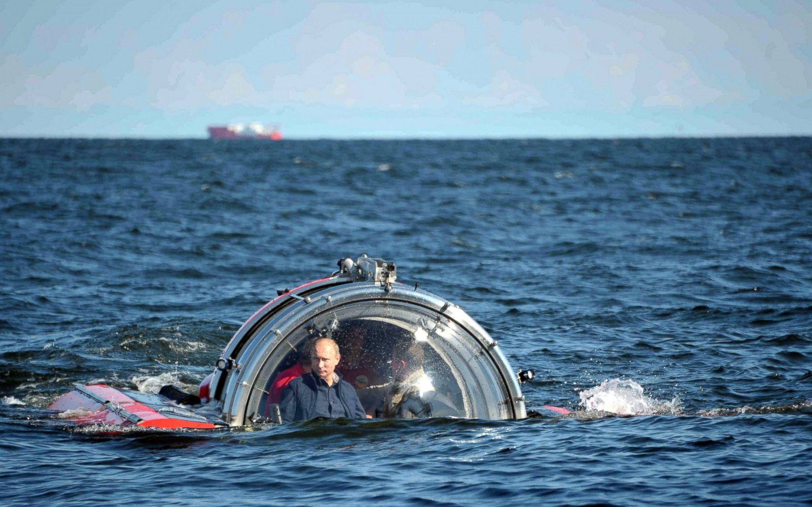 gty_putin_submarine_ocean_sk_140402_8x5_1600